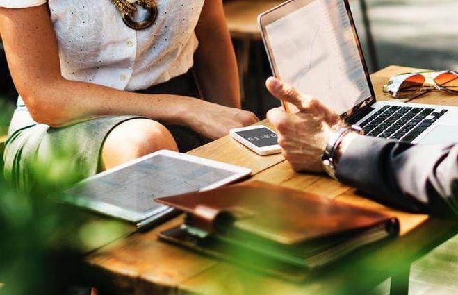 Ook bij uw klanten communiceert u flexibel met VoIP van Com-One